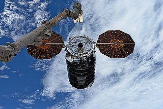 Cygnus OA-8 grapple