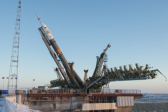 Soyuz MS-07 erection