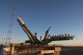 Soyuz MS-11 erection