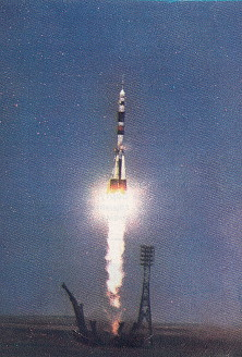 Soyuz TM-10 launch