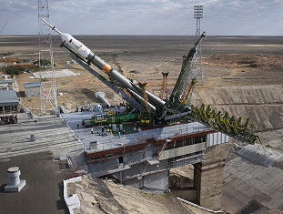 Soyuz TMA-18M erection